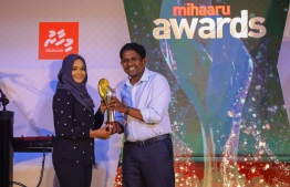 Paradise Island Resort, May 5, 2018: Joozan Zareer won first place in Women's Volleyball. The plaque was presented byMr. Hussein Niyaz (R), Director of Sales, Distribution & Brand at Ooredoo Maldives. PHOTO/IMAGES.MV