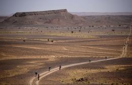 Competitors ride their bikes during stage 6 of the 13th edition of the Titan Desert 2018 mountain biking race between Merzouga and Maadid on May 4, 2018.  The Titan Desert 2018 is a 600 kilometres mountain bike race completed over six days, snaking between Boumalne Dades, at the foot-slopes of the High Atlas summits, and Erfoud, an oasis town in the Sahara Desert. / AFP PHOTO / FRANCK FIFE