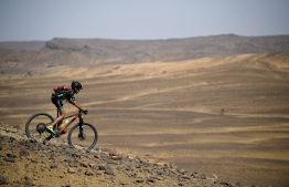 A competitor rides his bike during stage 6 of the 13th edition of the Titan Desert 2018 mountain biking race between Merzouga and Maadid on May 4, 2018.  The Titan Desert 2018 is a 600 kilometres mountain bike race completed over six days, snaking between Boumalne Dades, at the foot-slopes of the High Atlas summits, and Erfoud, an oasis town in the Sahara Desert. / AFP PHOTO / FRANCK FIFE