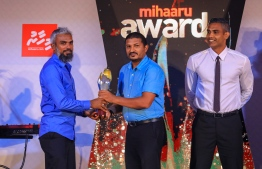 """Paradise Island Resort, May 5, 2018: Ismail """"Kuda Kaattey"""" Sajid won Best Volleyball Player. He was unable to attend the ceremony and the award was accepted in his stead by his brother, Mohamed """"Bodu Kaattey"""" Sajid (L), the coach of the men's national volleyball team. PHOTO/IMAGES.MV"""