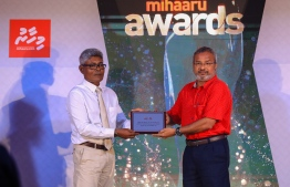 """Paradise Island Resort, May 5, 2018: Ahmed """"Bodu Heena"""" Saleem was conferred the Lifetime Achievement """"Mohamed Zahir Naseer Award"""" for his longstanding contributions to the fields of football, badminton and athletics. The award was presented by Mohamed Nashid, the nephew of the late Mohamed Zahir Naseer who had served in the Maldivian sports industry for over 50 years. PHOTO/IMAGES.MV"""