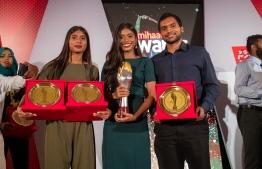 Paradise Island Resort, May 5, 2018: Badminton players Aminath Nabeeha Abdul Razzaq (L), Fathimath Nabaaha Abdul Razzaq (C), and Hussain Zayaan Shaheed Zaki pose with their awards. PHOTO/IMAGES.MV