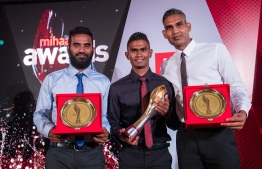 """Paradise Island Resort, May 5, 2018: Football legend Ali """"Dhagandey"""" Ashfaq (L), local record-breaking runner Ahmed Saaid (C). and volleyballer Ahmed """"Longey"""" Abdul Kareem who won second place in Volleyball, pose for a picture. PHOTO/IMAGES.MV"""