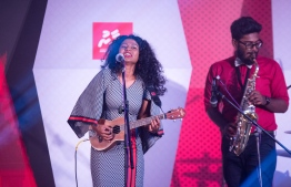 """Paradise Island Resort, May 5, 2018: Detune Band's guitarist and lead female vocalist, Fathimath """"Fezu"""" Fezleen"""", performs at the Mihaaru Awards. PHOTO/IMAGES.MV"""