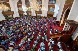 June 4, 2019, Male' City: Worshippers listen to the special sermon given on the morning of Eid al-Fitr. PHOTO: HUSSAIN WAHEED / MIHAARU