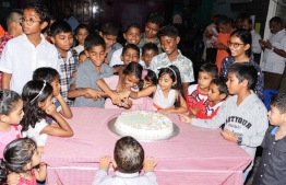 June 4, 2019, Male' City: Children gathered to cut a cake to celebrate Eid al-Fitr, at the Gaakoshi flats.