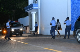 Police officers entering the Maldives Police Service headquarters located at Shaheed Hussain Adam Building. PHOTO: HUSSAIN WAHEED/ MIHAARU