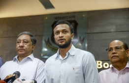 """Bangladesh national cricket team captain Shakib Al Hasan (C) speaks with media as Bangladesh Cricket Board (BCB) president Nazmul Hassan Papon (L) stands next to him at the Sher-e-Bangla National Stadium in Dhaka on October 29, 2019. - Bangladesh captain and star all-rounder Shakib Al Hasan was banned on October 29 from all cricket for two years, with one year suspended, the International Cricket Council (ICC) said. The ban came after Shakib """"accepted three charges of breaching the ICC Anti-Corruption Code"""", the sport's governing body said in a statement. (Photo by STR / AFP)"""